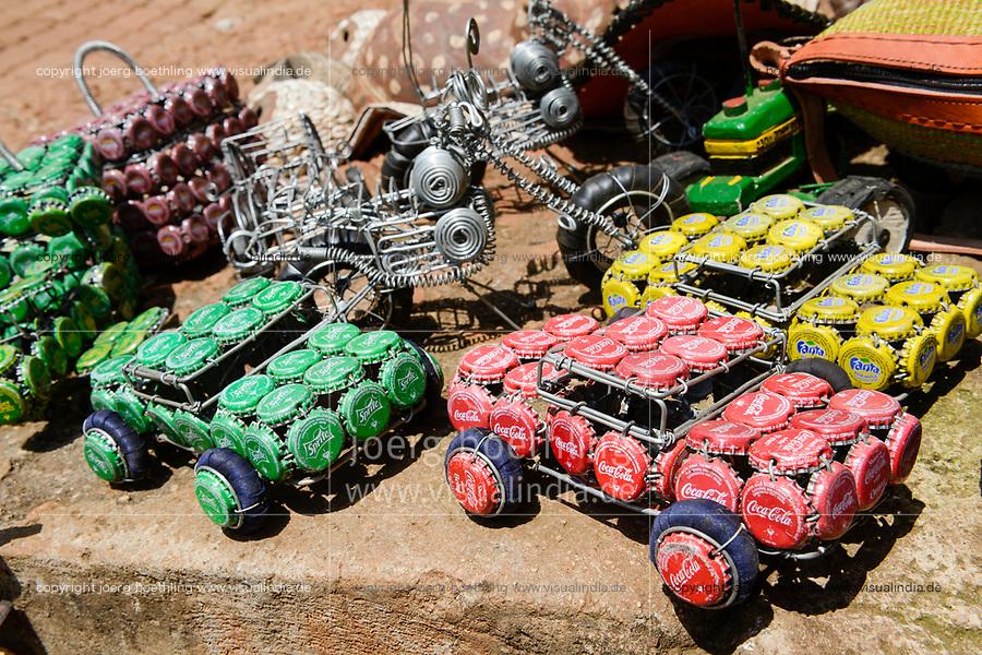 UGANDA, Kampala, Souvenirs, car made from wire and bottle closure / Autos aus Draht und Flaschen Kronkorken