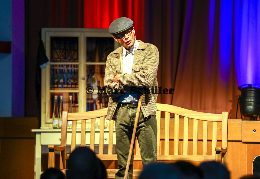"""Kabarettist und Moderator Christian Döring als """"Gasskehrer"""" - Büttelborn 03.09.2019: Vun de Gass herunner, Biddelberner Babbelbank"""