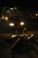 A senten&ccedil;a<br /> Manifestantes fecham a rua em frente ao TJE comemorando a condena&ccedil;&atilde;o dos acusados<br /> <br /> Raifran e Clodoaldo no banco dos r&eacute;us. <br /> <br /> Julgamento de Raifran das Neves Sales o Fogoi&oacute; e Clodoaldo Carlos Batista ,conhecido como Eduardo, pelo  pelo assassinato da mission&aacute;ria americana Dorothy Mae Stang ocorrido  no munic&Igrave;pio de Anap&uacute; no estado do Par&aacute; em 12/02/2005.Bel&eacute;m, Par&aacute;, Brasil.Foto Paulo Santos/Interfoto<br /> 10/12/2005