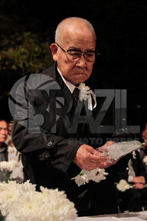 SAO PAULO, SP, 05 DE AGOSTO 2012 - II TOORO NAGAGASHI - Takashi Morita  sobrevivente da bomba nuclear de Hiroshima durante homenagem  dos 67 anos da bomba atômica de Hiroshima, o Parque do Ibirapuera celebra a segunda edição do Tooro Nagashi (Luzes da Paz) na noite deste domingo. FOTO: VANESSA CARVALHO / BRAZIL PHOTO PRESS.