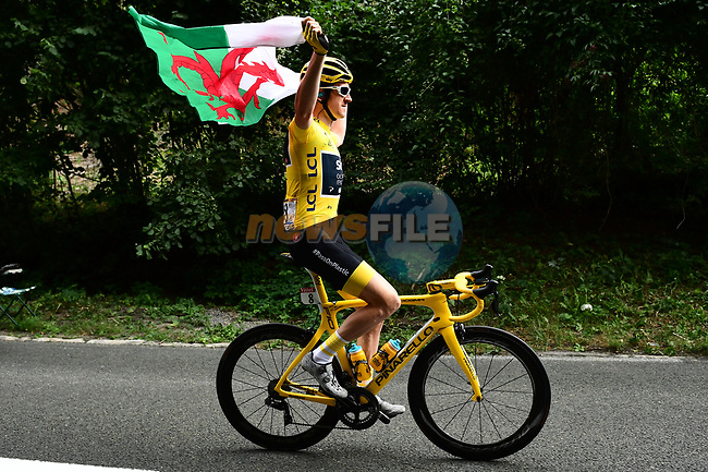 Race leader Yellow Jersey Geraint Thomas (WAL) Team Sky waves the Welsh flag at the start of Stage 21 of the 2018 Tour de France running 116km from Houilles to Paris Champs-Elysees, France. 29th July 2018. <br /> Picture: ASO/Alex Broadway | Cyclefile<br /> All photos usage must carry mandatory copyright credit (&copy; Cyclefile | ASO/Alex Broadway)