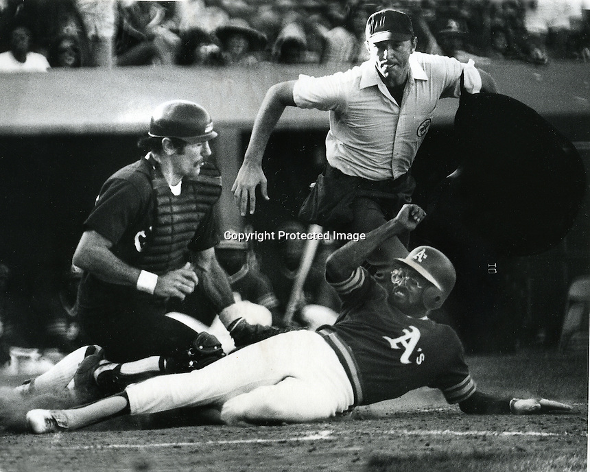 Oakland A's vs Chicago White Sox, catcher Jim Essian tags out A's runner Jim Tyrone  (Sept 5,1977        <br />