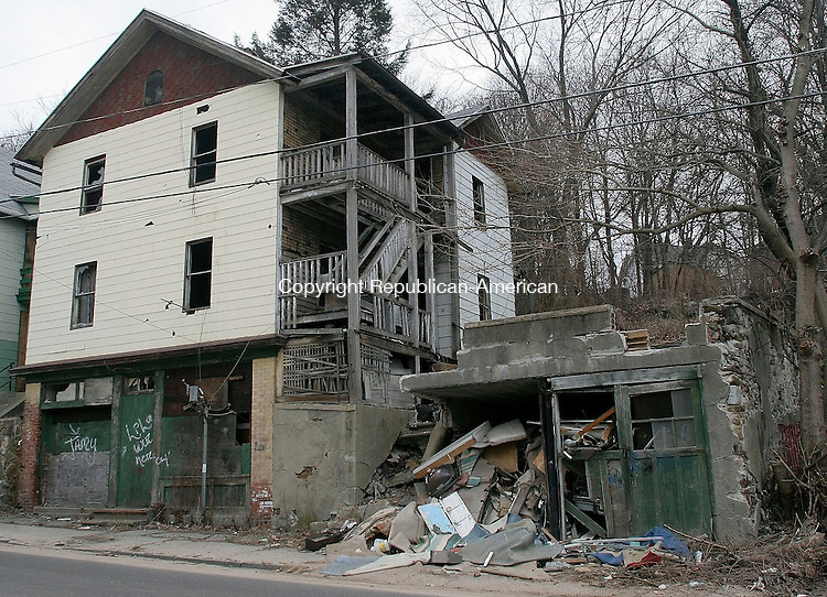 WATERBURY, CT-23 March 2005-032305TK09   WDC has approved a plan that would use eminent domain to clear some of Waterbury's most blighted structure such as the building on 224 Bishop St.  Tom Kabelka staff photo (blighted structure, eminent domain)CQ