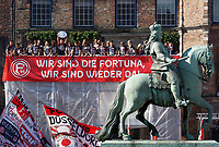 Duesseldorf, Germany, 2. Bundesliga, promotion to 1. Bundesliga of  Fortuna Duesseldorf, team celebrates at Rathausmarkt of Duesseldorf, 14.05.2018<br /> Reiterdenkmal of  Jan Wellem.<br />