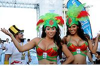 VERACRUZ.- El Gobernador Javier Duarte de Ochoa, dio el banderazo de salida de los participantes de la Carrera Panamericana, esta tarde en la macro plaza del malecon. /FOTOJAROCHA.COM/ Ivette Morales