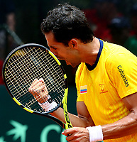 MEDELLIN - COLOMBIA - 07 - 04 - 2017: Santiago Giraldo de Colombia celebra punto sobre Nicolas Jarry, de Chile,  punto durante partido de la serie final de partidos en el Grupo I de la Zona Americana de la Copa Davis, partidos entre Colombia y Chile, en Country Club Ejecutivos de la ciudad de Medellin. / Santiago Giraldo Cabal of Colombia celebrates the point against Nicolas Jarry, of Chile, during a match to the final series of matches in Group I of the American Zone Davis Cup, match between Colombia and Chile, at the Country Club Executives in Medellin city. Photo: VizzorImage / Juan C Quintero / Fedetenis / Cont.