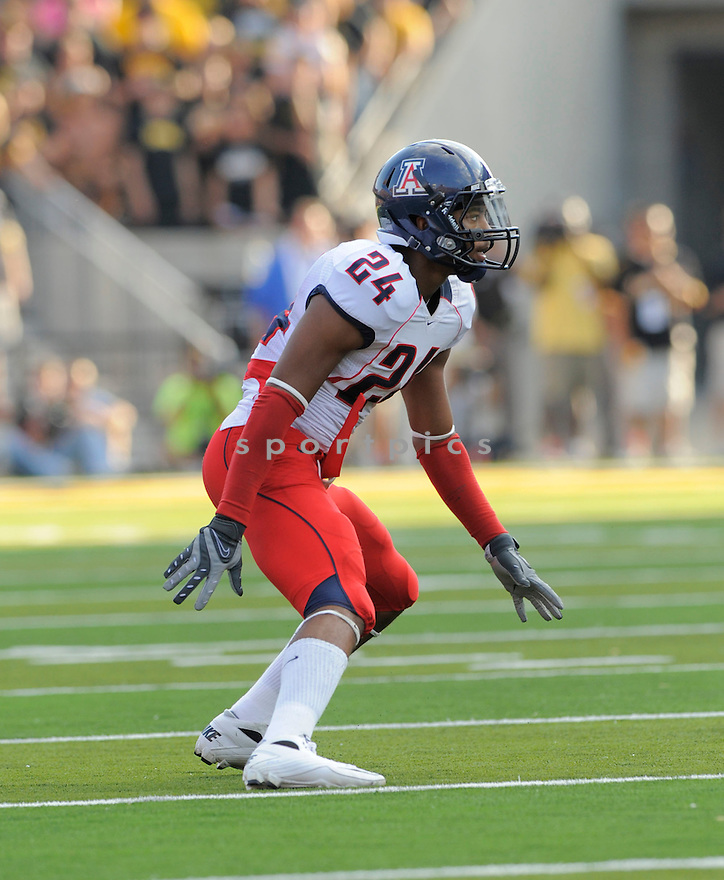 TREVIN WADE, of the Arizona Wildcats, in action during the Wildcats game against the Iowa Hawkeys on September 19, 2009 in Iowa City, Iowa. TheHawkeys  beat the Wildcats  21-17 ...