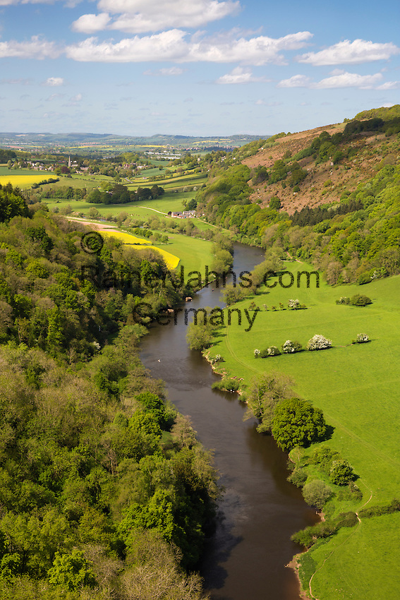 United Kingdom, England, Herefordshire, Forest of Dean, Symonds Yat: View over Wye Valley from Symonds Yat Rock | Grossbritannien, England, Herefordshire, Forest of Dean, Symonds Yat: Blick vom Symonds Yat Rock ueber das Wye Valley