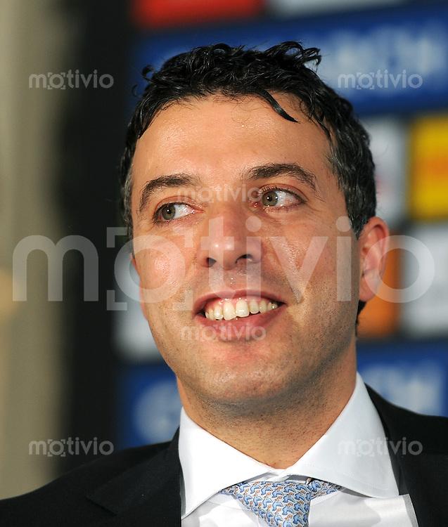 2. Fussball Bundesliga:  Saison   2011/2012 TSV 1860 Muenchen  Pressekonferenz  07.06.2011 Hamada Iraki (Dolmetcher)