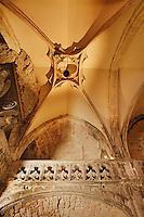 Abside de la chapelle Notre-Dame (XVe siecle). On appercoit, accrochee au sommet, la cloche miraculeuse (VIe siecle ?)