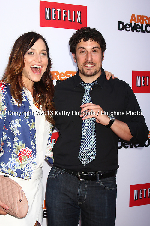 "LOS ANGELES - APR 29:  Jenny Mollen, Jason Biggs arrives at the ""Arrested Development"" Los Angeles Premiere at the Chinese Theater on April 29, 2013 in Los Angeles, CA"