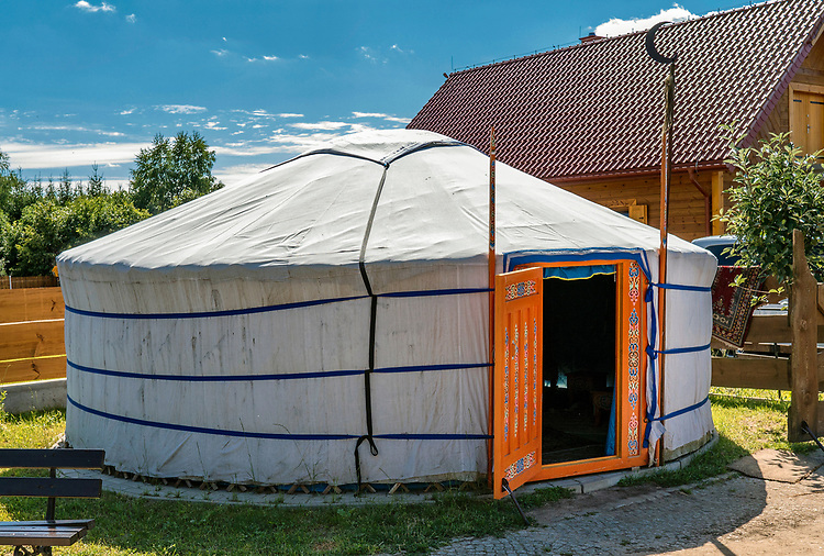 Oryginalna tatarska jurta wraz z wyposażeniem,  Kruszyniany, Polska<br /> Original Tartar yurt along with the equipment, Kruszyniany, Poland