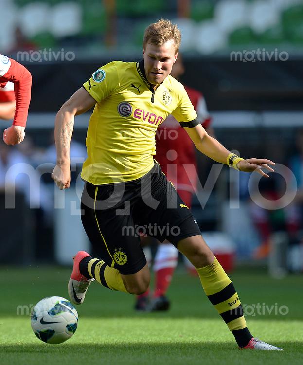 FUSSBALL   DFB POKAL   SAISON 2012/2013   1. Hauptrunde FC Oberneuland - Borussia Dortmund            18.08.2012 Kevin Grosskreutz (Borussia Dortmund) Einzelaktion am Ball