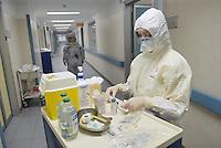 - Milano (Italy), hospital Sacco, maximum isolation unit for  infectious diseases, nurses with protective garments....Milano (Italia), ospedale Sacco, reparto di massimo isolamento per le malattie infettive, infermiere con indumenti protettivi