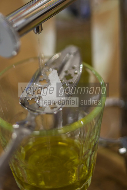 Europe/France/Franche-Comté/25/Doubs/La Cluse et Mijoux: Distillerie Les Fils d'Emile Pernot - Service de l'Absinthe // France, Doubs, La Cluse et Mijoux, distillery Les Fils d Emile Pernot, Service Absinthe