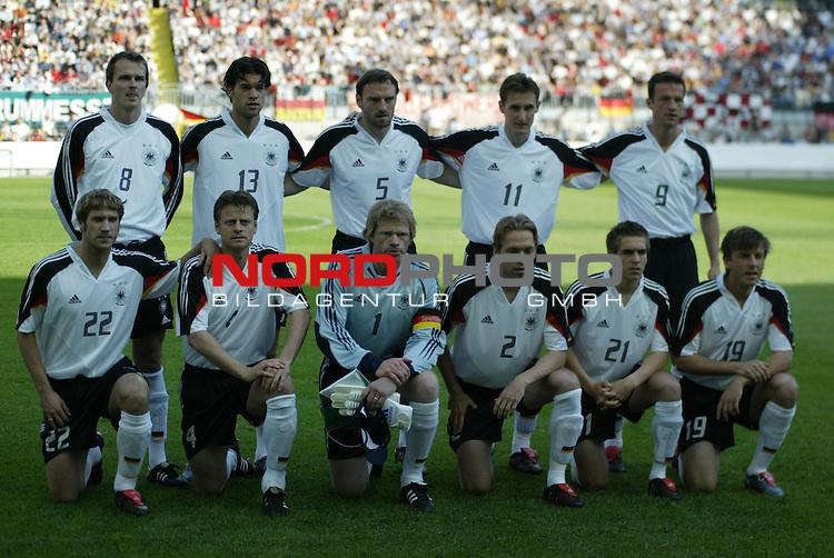 Fussball Laenderspiel EM-Vorbereitung Deutschland vs Ungarn 0:2<br /> Die Mannschaft, welche als erste auflief<br /> <br /> <br /> Foto &copy; nordphoto/Guenter Schroeder  *** Local Caption *** Foto ist honorarpflichtig! zzgl. gesetzl. MwSt<br /> Belegexemplar erforderlich<br /> Adresse: nordphoto<br /> Georg-Reinke-Strasse 1<br /> 49377 Vechta