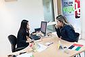 Evelina Farinacci, sassarese a dispetto del cognome, vive e  lavora negli Emirati Arabi da circa dieci anni. Per 5 anni ha lavorato per la Camera di Commercio Italiana negli EAU. Qui è ritratta nel suo ufficio insieme ad una collega. Gli uffici della Camera di Commercio si trovano a Sharjah, un piccolo Emirato confinante con quello di Dubai, dove i canoni d'affitto sono più convenienti.