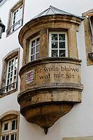 Luxemburg-Wahlspruch am Haus 39, Rue l'Eau, Stadt Luxemburg, Luxemburg