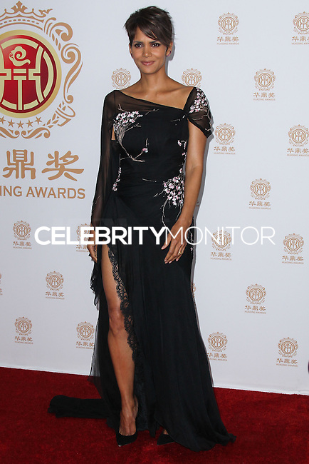 HOLLYWOOD, LOS ANGELES, CA, USA - JUNE 01: Actress Halle Berry poses with the Global Icon Award in the press room at the 12th Annual Huading Film Awards held at the Montalban Theatre on June 1, 2014 in Hollywood, Los Angeles, California, United States. (Photo by Xavier Collin/Celebrity Monitor)