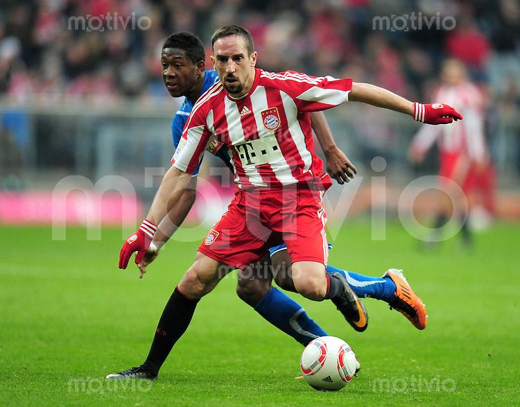 Fussball 1. Bundesliga :  Saison   2010/2011   22. Spieltag  12.02.2011 FC Bayern Muenchen - TSG Hoffenheim Franck Ribery (re, FC Bayern Muenchen) gegen David Alaba (li, TSG 1899 Hoffenheim)