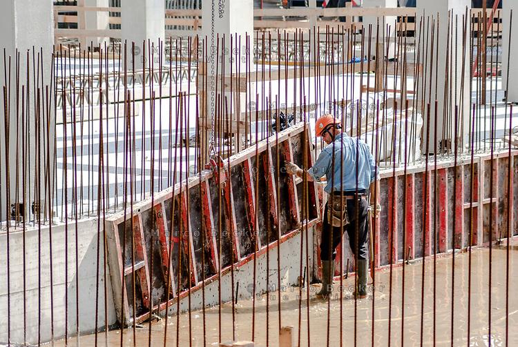 Milano, Lavoratore edile --- Milan, construction worker