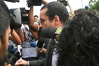 SAO PAULO, SP, 19 DE JANEIRO 2013 - JULGAMENTO GIL RUGAI - O acusado Gil Rugai, chega, mais uma vez sem falar com a imprensa e com grande tumulto, ao Fórum Criminal da Barra Funda, na zona oeste de São Paulo, nesta terça-feira (19), para o segundo dia de seu julgamento. Gil é acusado de matar o pai, Luiz Carlos Rugai, e a madrasta, Alessandra de Fátima Troitino, em 28 de março de 2004. FOTO: MAURICIO CAMARGO - BRAZIL PHOTO PRESS.