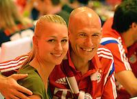 FUSSBALL  DFB POKAL FINALE  SAISON 2013/2014 Borussia Dortmund - FC Bayern Muenchen     17.05.2014 FC Bayern Bankett in der Telekom Zentrale;  Arjen Robben (li) und Bernadien Robben