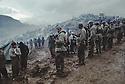 Iraq 1991.On the border Iraq-Turkey, the Iraqi Kurds facing the Turkish Soldiers. Irak 1991.Sur la frontiere Irak-Turquie, les Kurdes irakiens et les soldats turques face a face