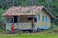 Casa palafita no quilombola de Santa Maria do Traquateua. Pará. 2009. Foto de Rogério Reis.