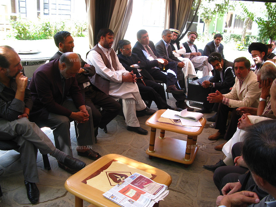 AFGHANISTAN - KABOUL - 25 aout 2009 : Residence du Dr. Abdullah Abdullah, candidat aux elections presidentielles afghanes de 2009. .Reunion de l'elite politique soutenant le Dr. Abdullah Abdullah afin d'elaborer une strategie contre les fraudes electorales. .Dr. Abdullah Abdullah (quatrieme en partant de la droite), Younes Kanouni (cinquieme en partant de la gauche), proche de Massoud et president actuel du Parlement afghan, Ahmed Wali Massoud (derriere le Dr. Abdullah Abdullah) ainsi que Homayoun Assefy (troisieme en partant de la droite), colistier du Dr. Abdullah Abdullah, assistent a la reunion. ..AFGHANISTAN - KABUL - August 25th, 2009 : Home of Dr. Abdullah Abdullah, candidate in the 2009 Afghan presidential elections..Political elites supporting Dr. Abdullah Abdullah meet to develop a strategy to counter electoral fraud..Present at the meeting are: Dr. Abdullah Abdullah (fourth from the right); Younes Kanouni (fifth from the left), a close friend of Commander Massoud's and the current president of the Afghan Parliament; Ahmed Wali Massoud (behind Dr. Abdullah Abdullah); and Homayoun Assefy (third from the right), running mate of Dr. Abdullah Abdullah.