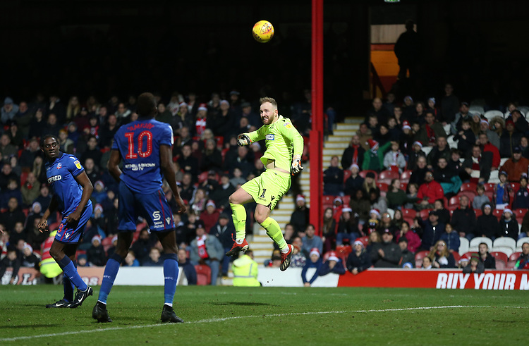 Bolton Wanderers' Ben Alnwick goes close to scoring with a late header<br /> <br /> Photographer Rob Newell/CameraSport<br /> <br /> The EFL Sky Bet Championship - Brentford v Bolton Wanderers - Saturday 22nd December 2018 - Griffin Park - Brentford<br /> <br /> World Copyright © 2018 CameraSport. All rights reserved. 43 Linden Ave. Countesthorpe. Leicester. England. LE8 5PG - Tel: +44 (0) 116 277 4147 - admin@camerasport.com - www.camerasport.com