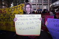 SÃO PAULO, SP - 10.07.2013: MANIFESTAÇÃO FEMINISTA CONTRA O ESTATUTO DO NASCIMENTO SP- Manifestantes feministas se reunem na Praça Patriarca contra o estatuto do nascimento.  (Foto: Marcelo Brammer/Brazil Photo Press)