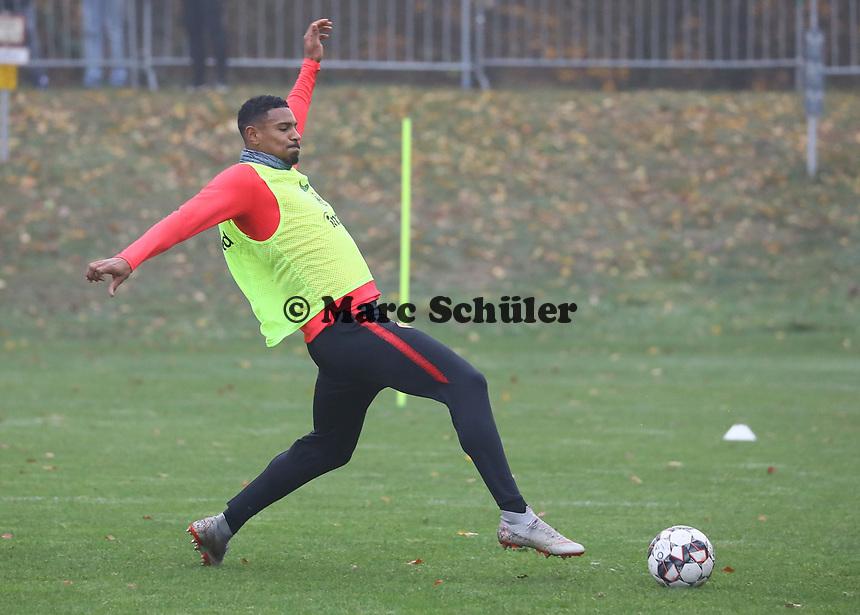 Sebastien Haller (Eintracht Frankfurt) - 14.11.2018: Eintracht Frankfurt Training, Commerzbank Arena, DISCLAIMER: DFL regulations prohibit any use of photographs as image sequences and/or quasi-video.