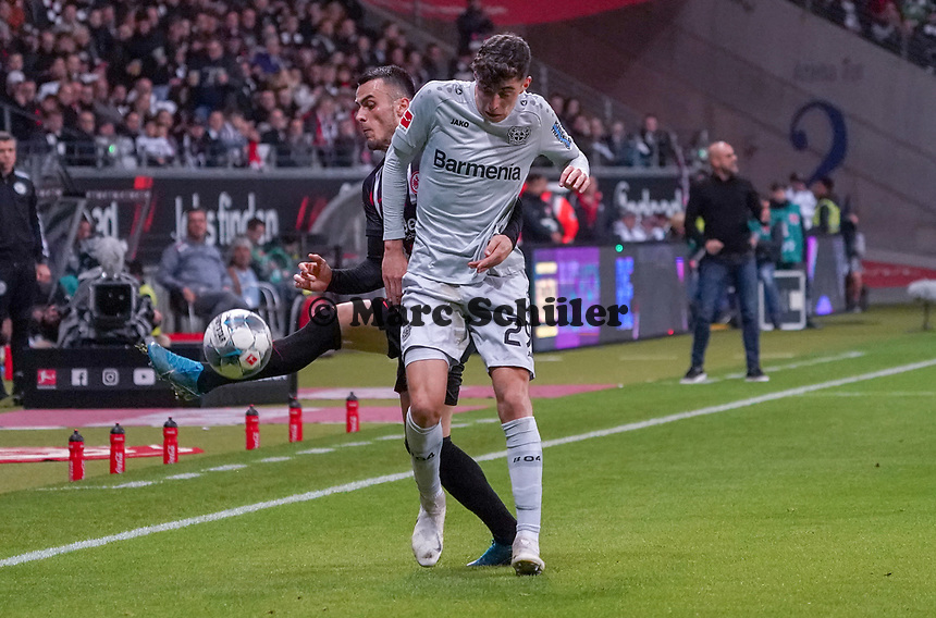 Filip Kostic (Eintracht Frankfurt) gegen Kai Havertz (Bayer Leverkusen) - 18.10.2019: Eintracht Frankfurt vs. Bayer 04 Leverkusen, Commerzbank Arena, <br /> DISCLAIMER: DFL regulations prohibit any use of photographs as image sequences and/or quasi-video.
