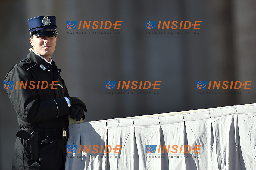 A vatican policeman attends the general audience - polizia Vaticana <br /> Piazza San Pietro Citta' del Vaticano - St. Peter's square Vatican City 18-02-2015 <br /> Udienza Generale - General Audience <br /> Foto Andrea Staccioli Insidefoto