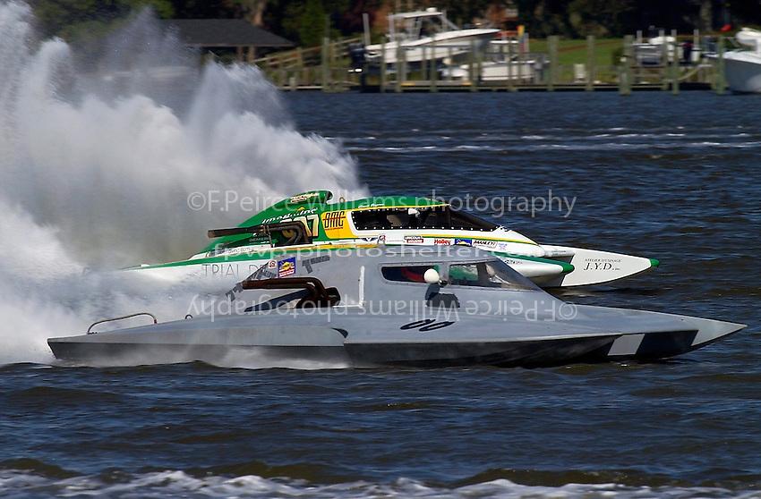 Bert Henderson, CE-00 and Claude Bergeron, CE-007 (5 Litre class hydroplane(s)