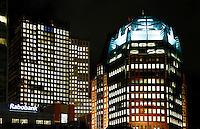 Nederland Den Haag 2015 11 23. Het Wijnhavenkwartier in Den haag bij avond. In het Wijnhavenkwartier staan oa de Muzentoren en 2 kantoortorens van 140 meter hoog, die het nieuwe onderkomen zijn voor de ministeries van Justitie en Veiligheid en van Binnenlandse Zaken en Koninkrijksrelaties.  Foto Berlinda van Dam / Hollandse Hoogte