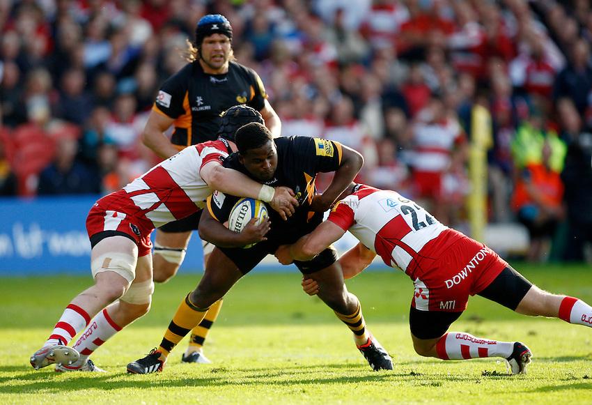 Photo: Richard Lane/Richard Lane Photography. Gloucester Rugby v London Wasps. Aviva Premiership. 22/09/2012. Wasps' Simon McIntyre attacks the Gloucester defence.