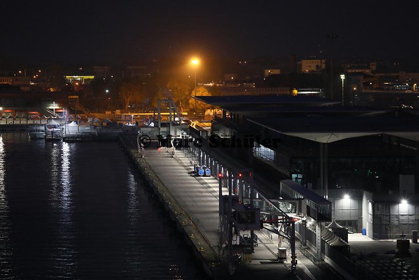 Hafenausfahrt mit der Costa Deliziosa vom Kreuzfahrtterminal von Venedig - 19.11.2017: Venedig