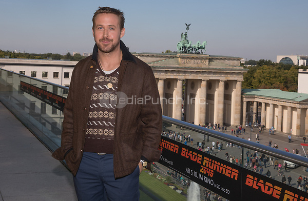 The actor Ryan Gosling seen during the photocall on the occasion of the film 'Blade Runner 2049' in Berlin, Germany, 17 September 2017. The film will be released in German cinemas 05 October 2017. Photo: Jörg Carstensen/dpa /MediaPunch ***FOR USA ONLY***