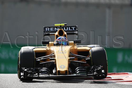 25.11.2016. Abu Dhabi, UAE. Formula 1 Grand Prix of Abu Dhabi. Free Practise.  Renault Sport F1 Team RS16 – Jolyon Palmer.