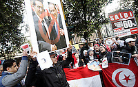 Manifestazione di egiziani contro il loro governo, davanti all'Ambasciata d'Egitto a Roma, 30 gennaio 2011. In basso a destra, una bandiera della Tunisia..Egyptians living in Italy protest against their homeland's government, in front of their Embassy in Rome, 30 january 2011. At bottom right, a Tunisian flag is also seen..UPDATE IMAGES PRESS/Riccardo De Luca