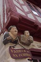 Europe/France/Bretagne/56/Morbihan/Vannes: Détail de Vannes et sa femme (mascottes des Vannetais) au coin de la rue Noé et de la rue Bienheureux - Pierre René Rogue