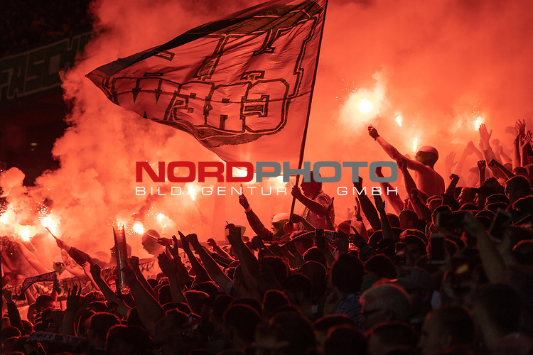 10.08.2019, wohninvest Weserstadion, Bremen, GER, DFB-Pokal, 1. Runde, SV Atlas Delmenhorst vs SV Werder Bremen<br /> <br /> DFB REGULATIONS PROHIBIT ANY USE OF PHOTOGRAPHS AS IMAGE SEQUENCES AND/OR QUASI-VIDEO.<br /> <br /> im Bild / picture shows<br /> <br />  Pyrotechnik in den Reihen der Fans von der Ostkurve <br /> <br /> <br /> Foto © nordphoto / Kokenge