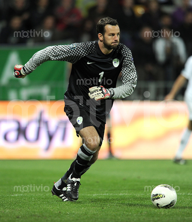 FUSSBALL INTERNATIONAL  Qualifikation Euro 2012  11.10.2011 Slowenien - Serbien Samir HANDANOVIC (Slowenien)
