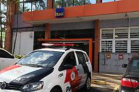 CAMPINAS, SP, 05.01.2018: CRIME-SP - Agencia do banco Itau na avenida Imperatriz Leopoldina, em Campinas, interior de Sao Paulo, foi assaltada na tarde desta sexta-feira (05). Dois homens renderam os vigialntes levando armas e dinheiro, a polícia foi acionada cercando os assaltantes próximo a agencia prendendo os criminosos e recuperando as armas e dinheiro. (Foto: Luciano Claudino/Codigo19)