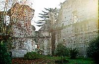 Trezzo sull'Adda (Milano), Castello visconteo. Giardino pubblico --- Trezzo sull'Adda (Milan), Visconti Castle. Garden