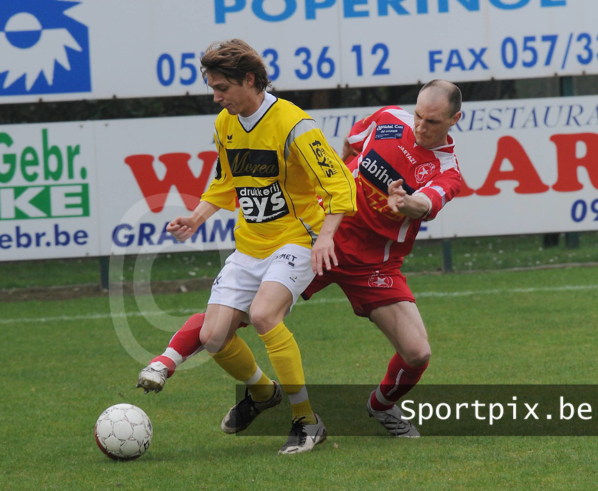 SC Wielsbeke - White Star Woluwe..Gauthier Lauwers (links) in duel met Mathieu Biot..foto David Catry / VDB