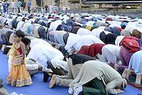 Roma, 17 Luglio 2015<br /> La comunità musulmana di Tor Pignattara affolla i giardini di Largo Pettazzoni, per la preghiera di Eid al-Fitr che segna la fine del mese di digiuno del Ramadan.<br /> Rome, July 17, 2015. <br /> Muslim immigrants crowd the garden of Tor Pignattara, in  multi-ethnic quarter, for the Eid al-Fitr prayer marks the end of the holy month of Ramadan.