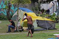 MANAUS, AM, 07.01.2019: VENEZUELANOS-MANAUS - Venezuelanos e índios da tribo Warao, na manhã desta segunda-feira (7), continuam acampados em uma área verde na frente da rodoviária de Manaus, bairro flores, zona centro-sul da capital. (<br /> Foto: Sandro Pereira/Codigo19)